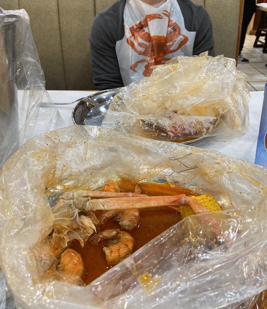 Blue Crab Juicy Seafood: 8901 Kingsridge Dr, Dayton, OH