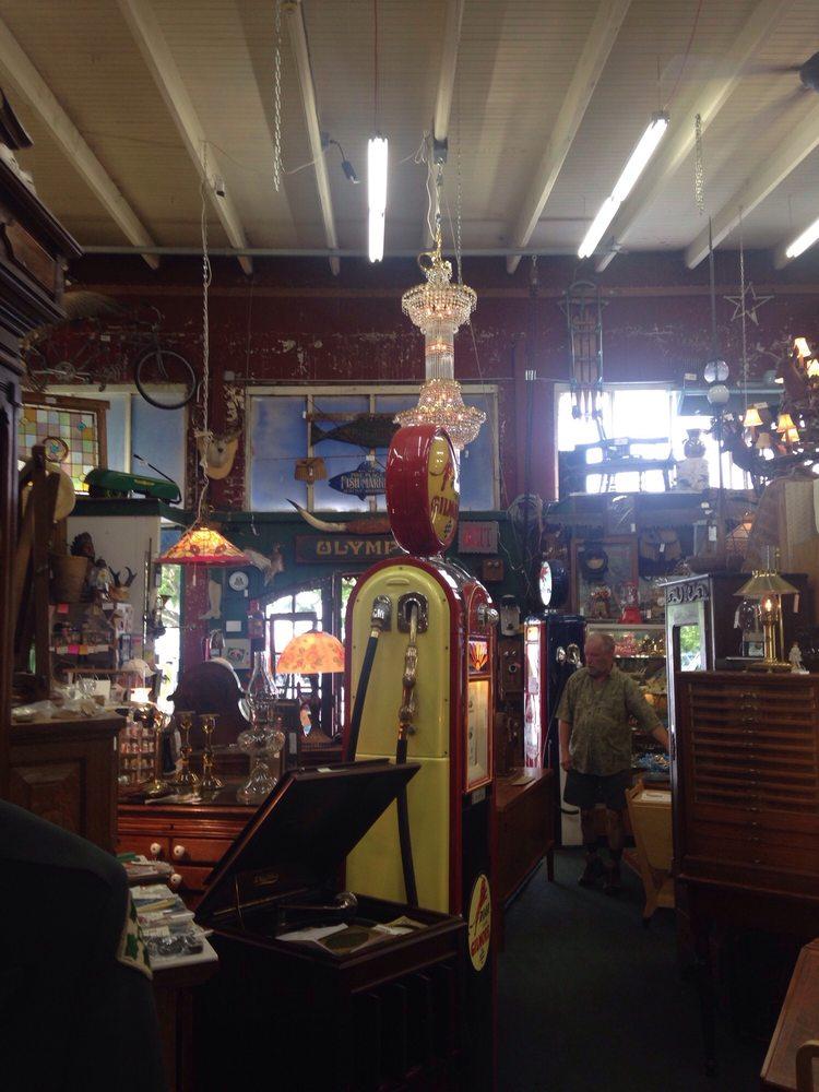 Main Street Mercantile: 21610 Main St NE, Aurora, OR