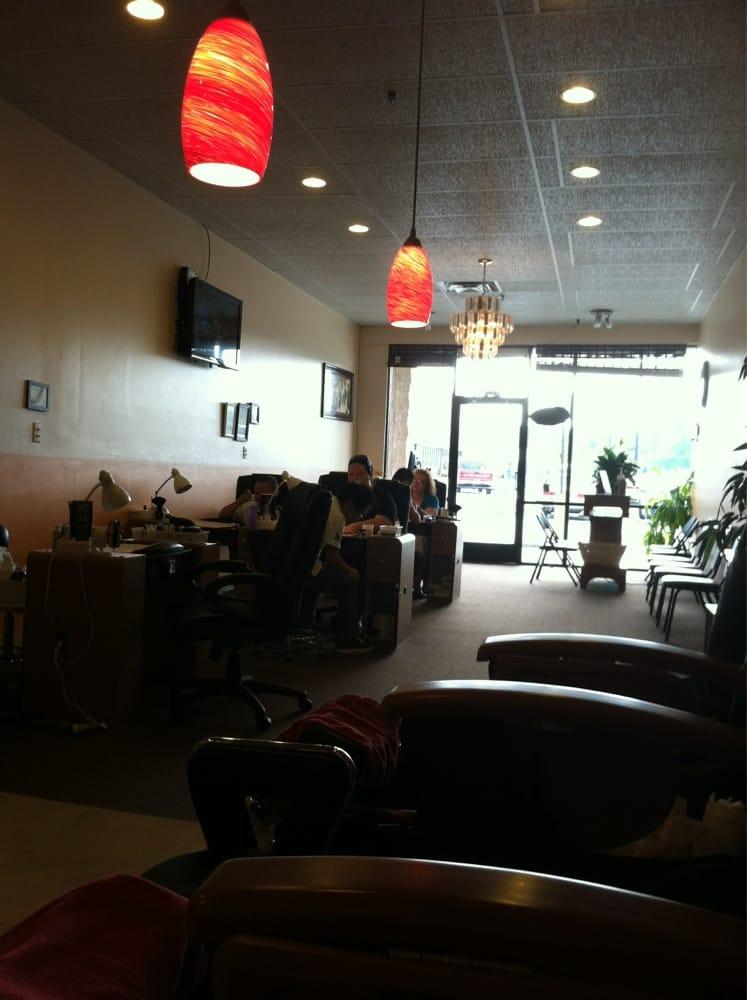 Hollywood Nails: 1148 N Gateway Ave, Rockwood, TN