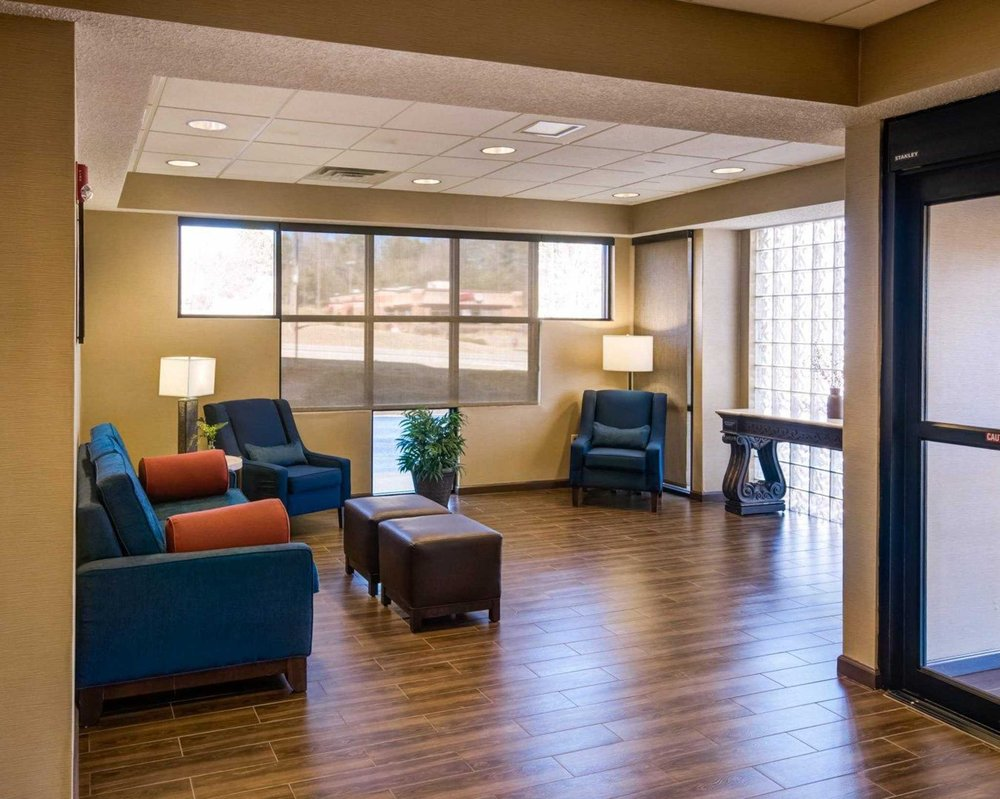 Comfort Inn & Suites: 1512 Lafayette Pky, LaGrange, GA