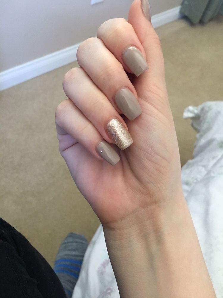 Rose gold accent nail with neutral base color! - Yelp
