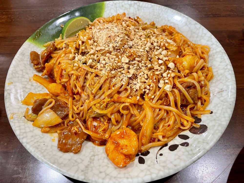 Fortune Star Chinese and Thai Cuisine: 27379 E University Dr, Aubrey, TX