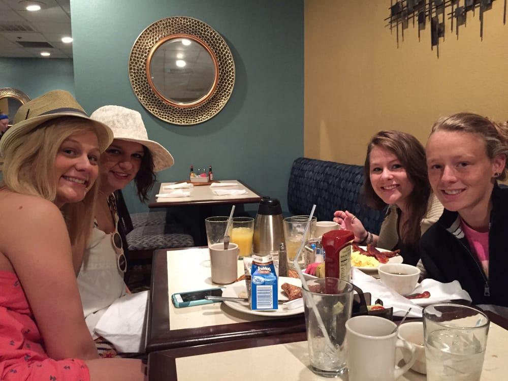 Sandpiper Restaurant: 407 7th St, Bay City, TX