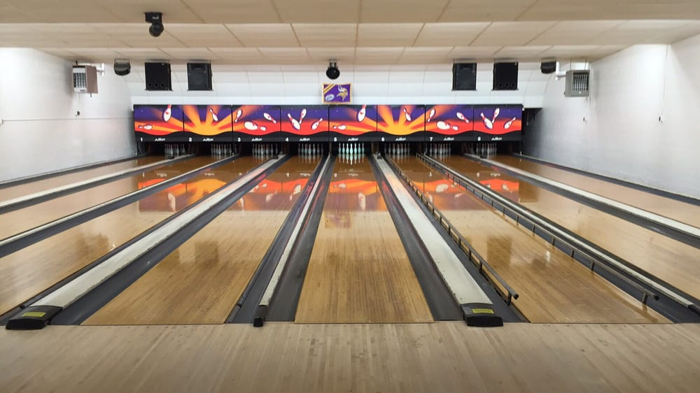 Back Alley Bowl: 130 7th St NE, Milaca, MN