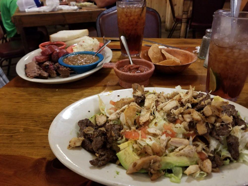Julio's Bar BQ: 501 S Getty St, Uvalde, TX