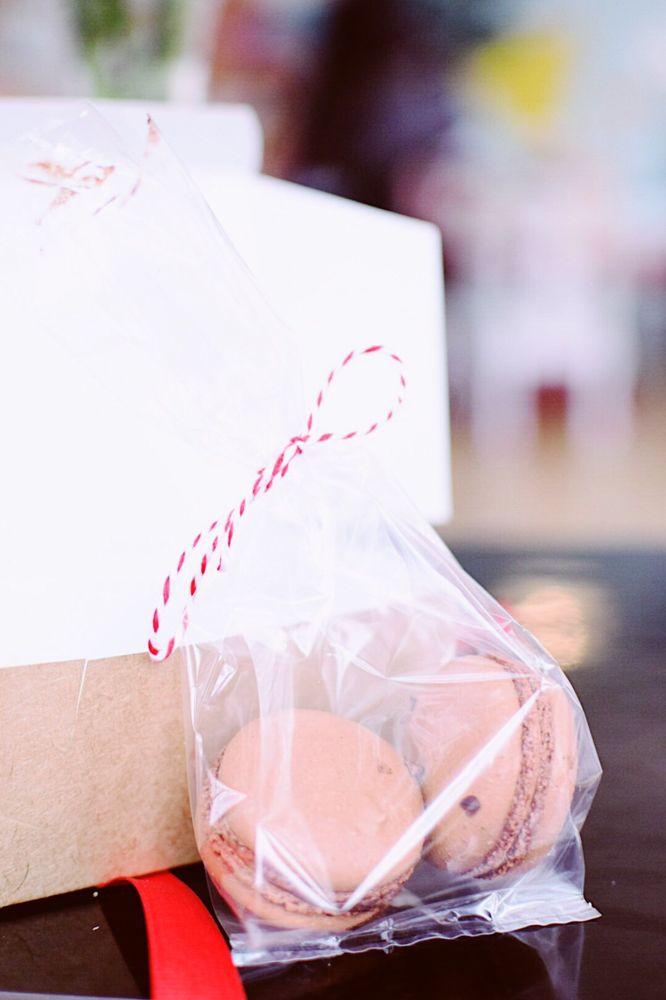 Hummingbird Macarons & Desserts: 501 Botetourt St, Norfolk, VA