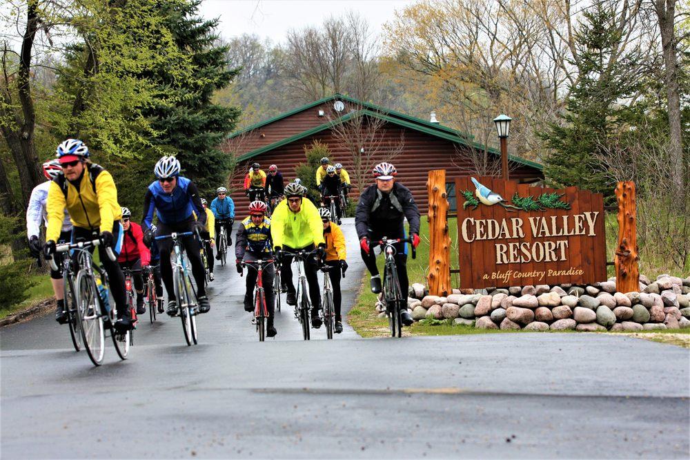 Cedar Valley Resort: 905 Bench St, Whalan, MN