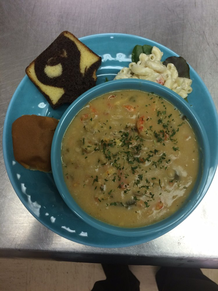 Etoufee's Catering: 102B W Hiram St, Atlanta, TX