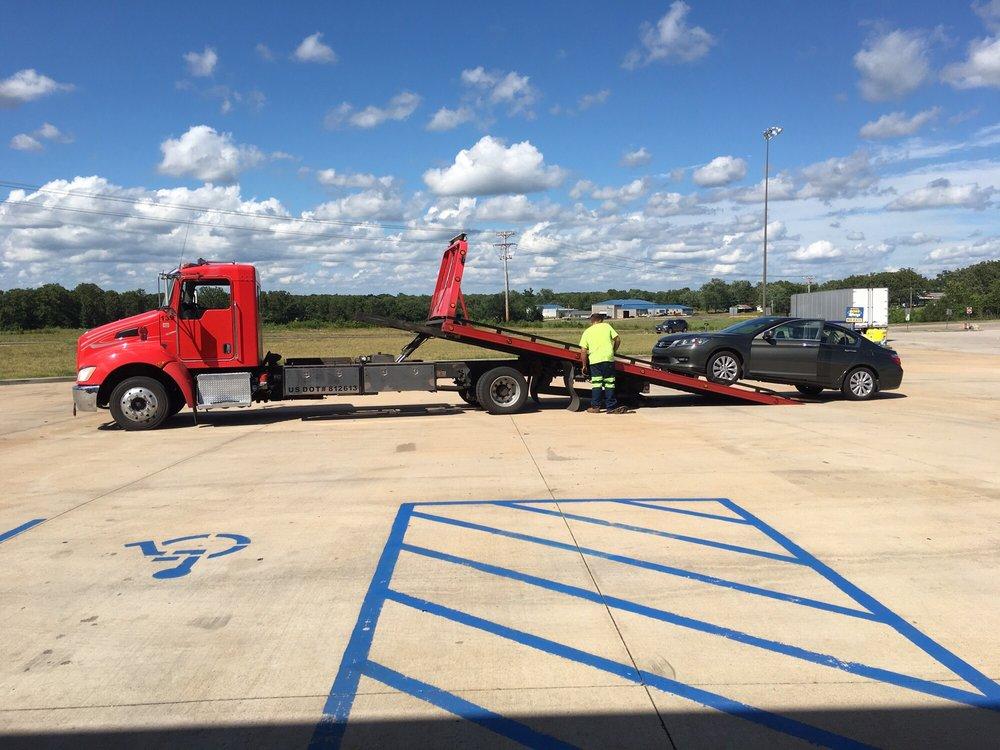 Chuck's Wrecker Service: 1480 E Springfield Rd, Sullivan, MO