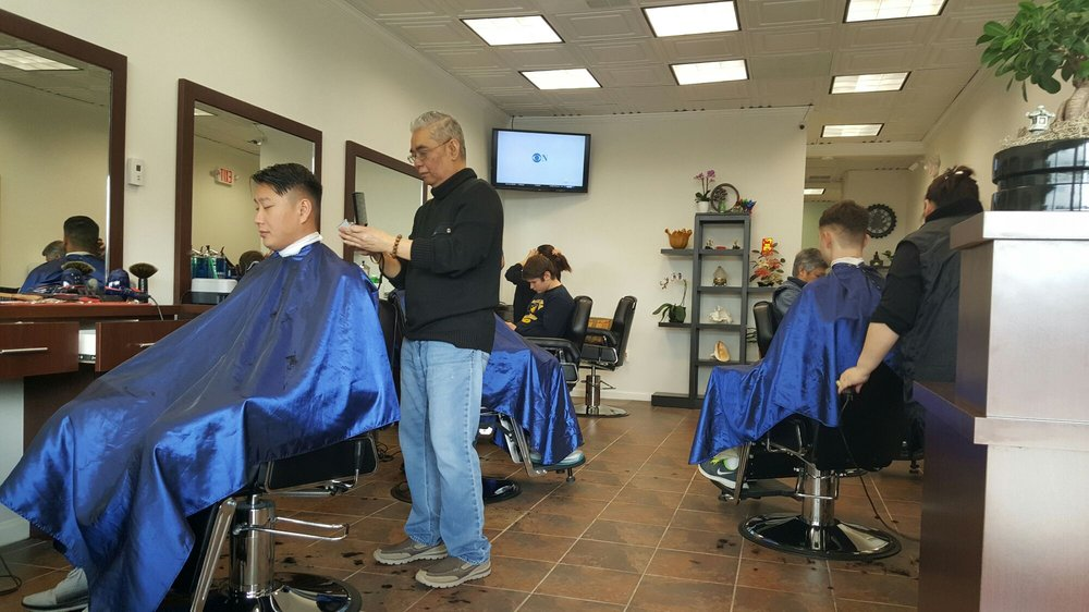 Vino's Barber: 6920 Bradlick Shopping Ctr, Annandale, VA