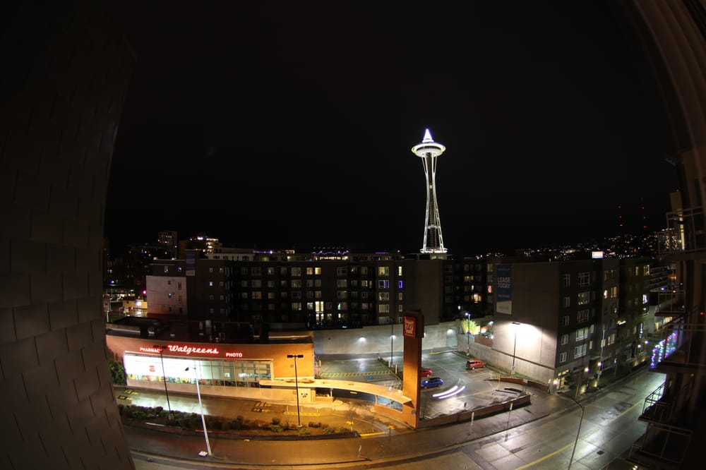 view from 1 bd faces space needle 12 17 15 yelp. Black Bedroom Furniture Sets. Home Design Ideas