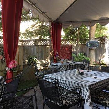 Tonis courtyard cafe