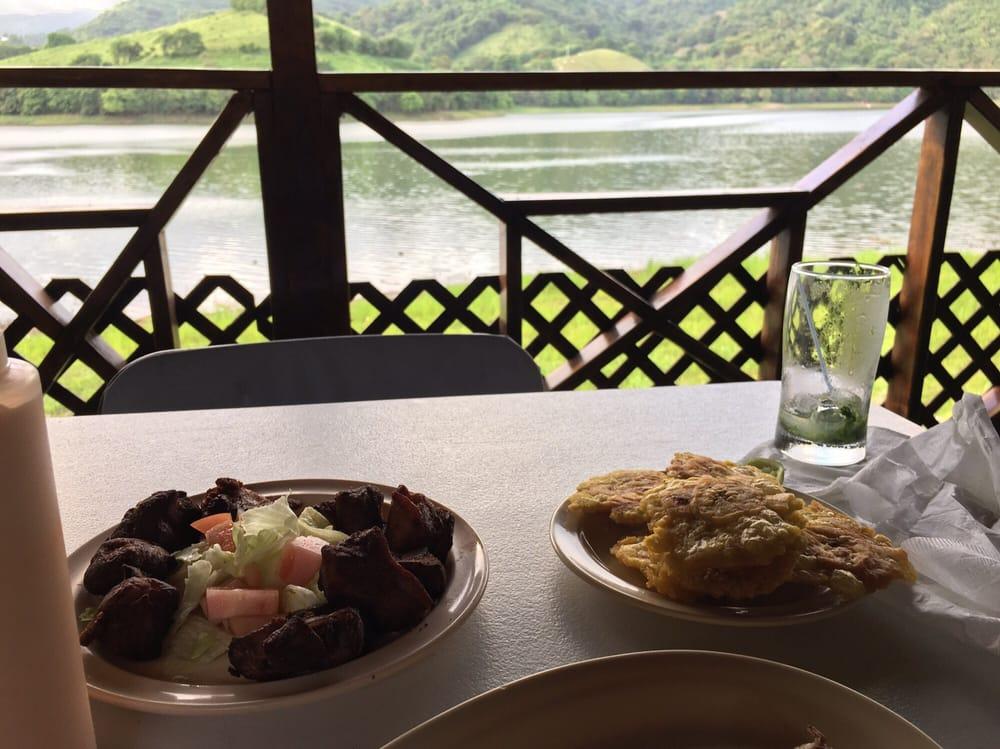 Restaurante La Pared: Carretera 184 Km. 3.2, Patillas, PR