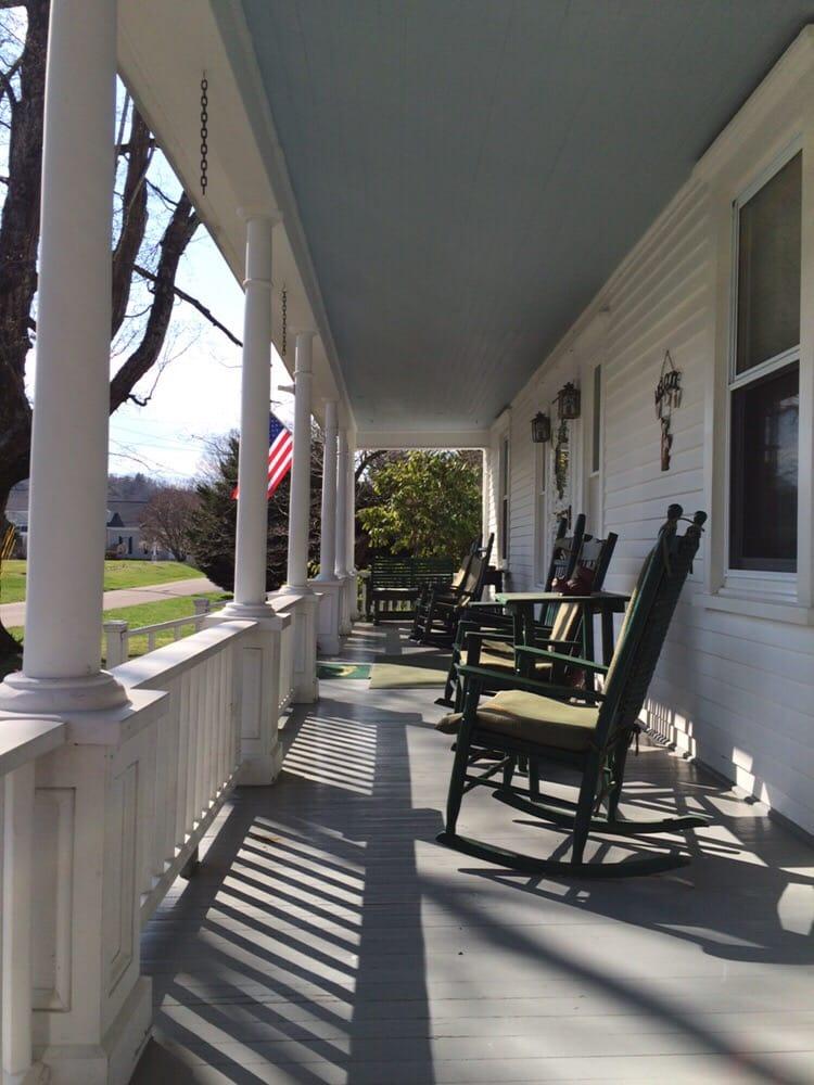 Lazy Fox Inn: 133 Imboden St, Damascus, VA