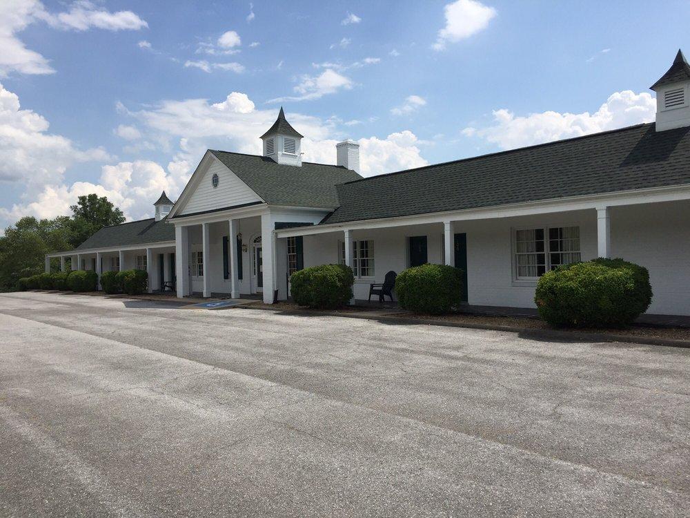 Luray Caverns Motel East: 831 W Main St, Luray, VA