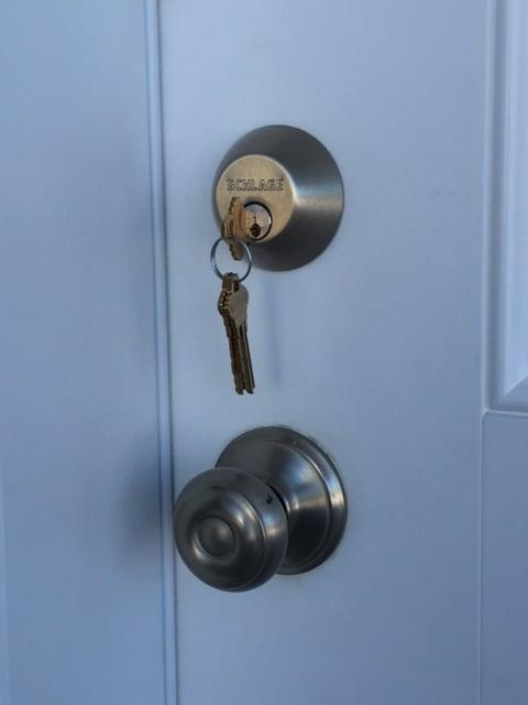 Lynn's Deadbolt Lock & Key: Sterling, AK