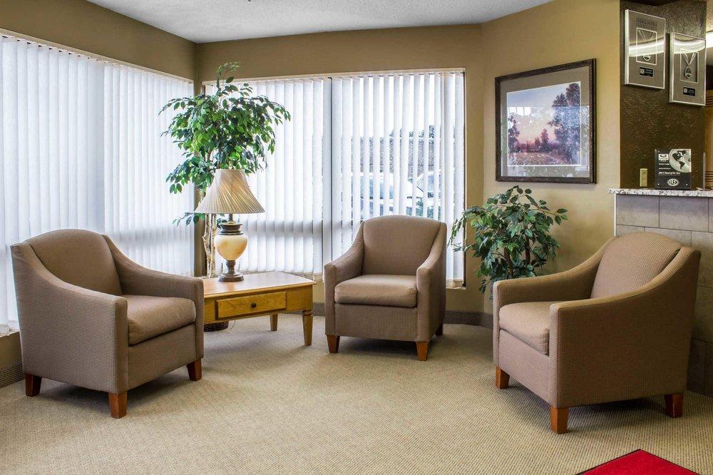 Econo Lodge: 86 9th St Cir, NE, Sioux Center, IA
