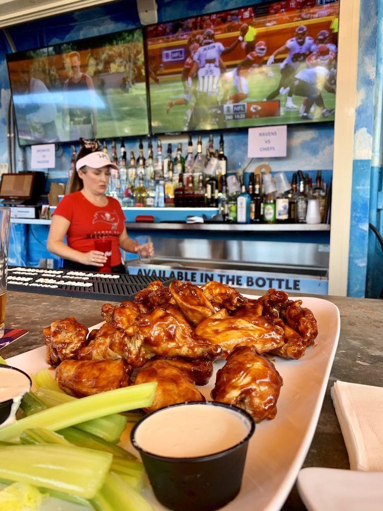 Eddie's Bar & Grill: 1283 N Bayshore Blvd, Dunedin, FL