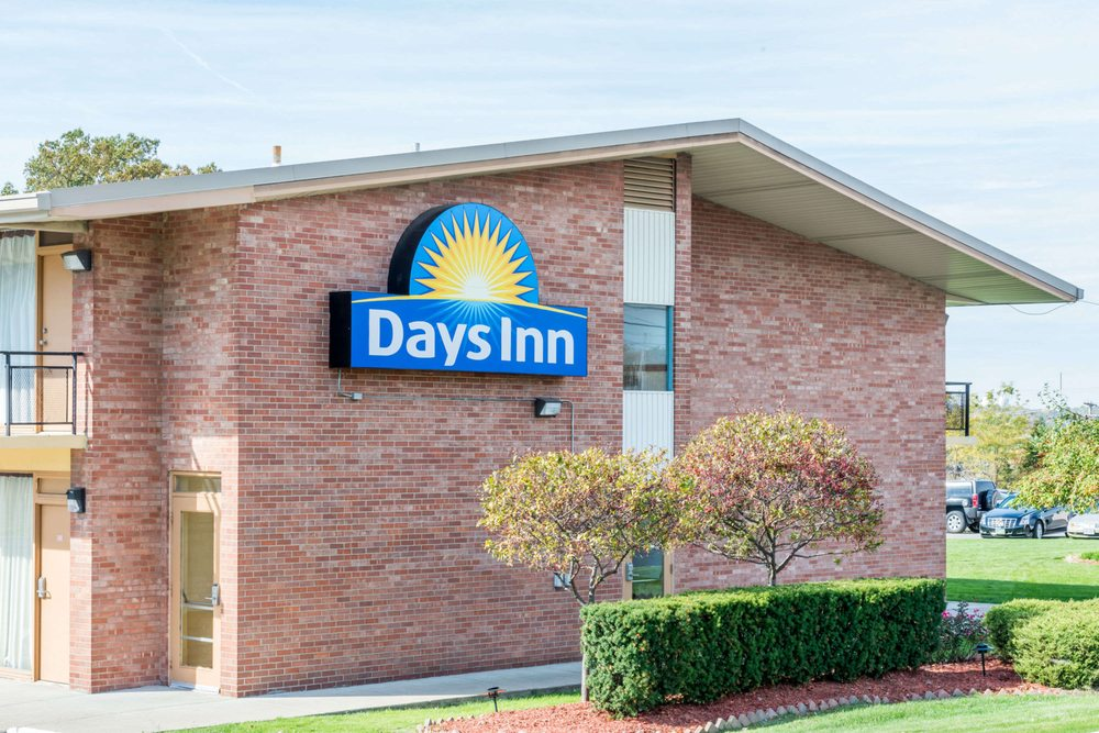 Days Inn by Wyndham Niles: 1300 Youngstown-Warren Rd, Niles, OH