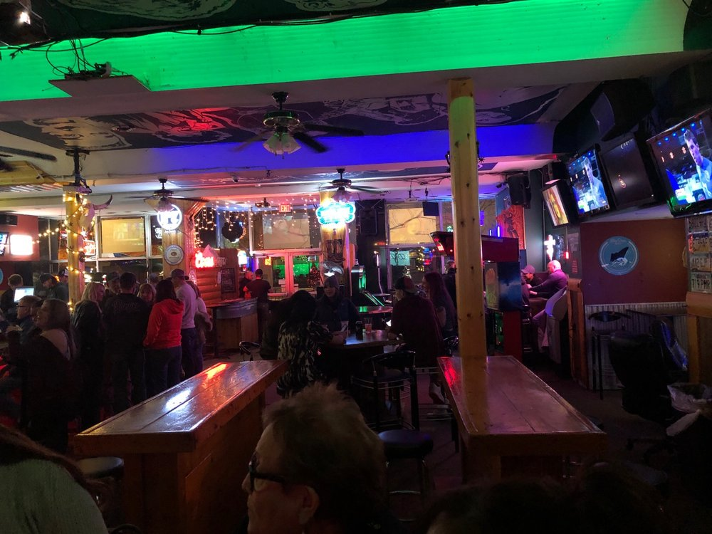 Daisy Dukes Saloon and Dance Hall: 222 N Broadway, Billings, MT