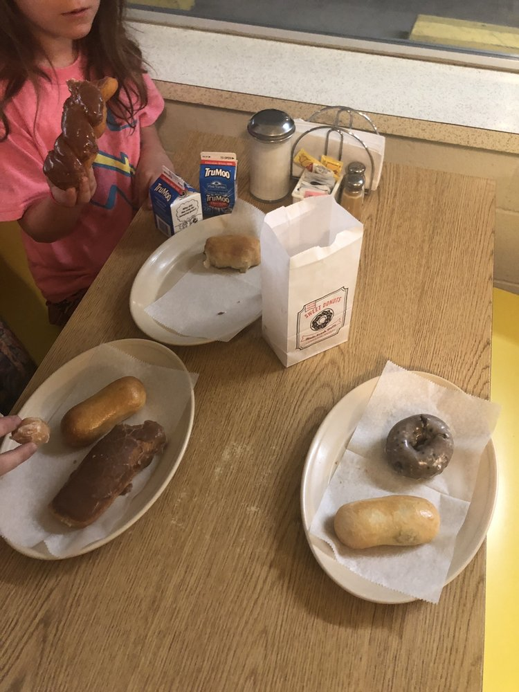 Daylight Donuts: 608 N Union St, Whitesboro, TX