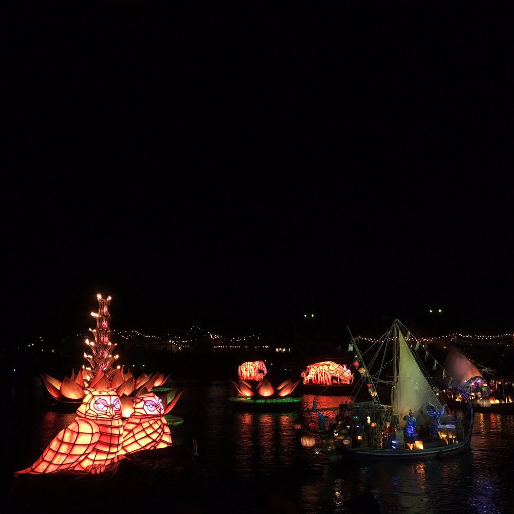 Fire Feature Floating Lanterns Boats With Dancers And Lotus
