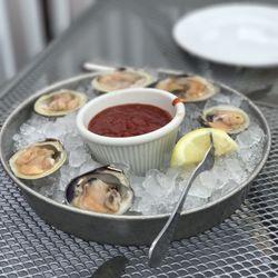 Photo Of The Restaurant At Rowayton Seafood Norwalk Ct United States Clams