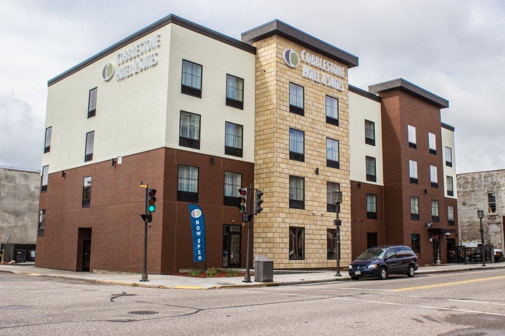 Cobblestone Hotel & Suites - Chippewa Falls: 100 N Bridge St, Chippewa Falls, WI