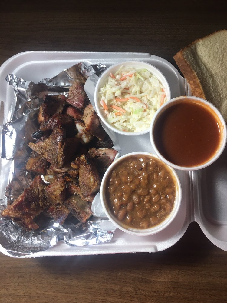 J&W Smokehouse: 419 S Davis Ave, Cleveland, MS