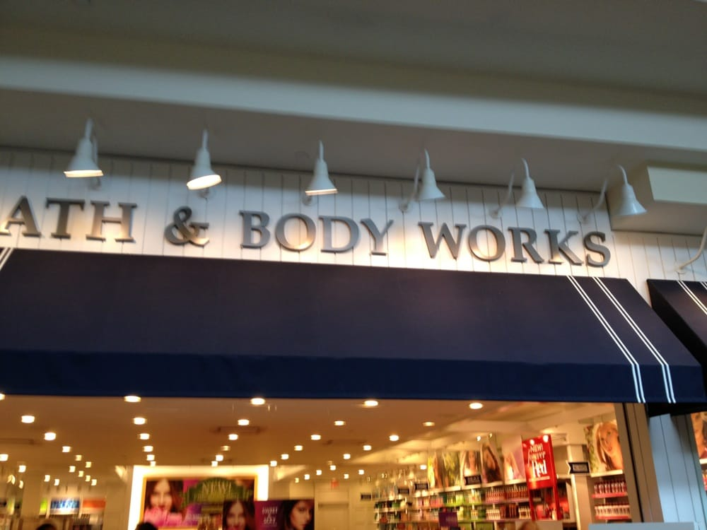 Bath & Body Works: 21100 Dulles Town Cir, Dulles, VA