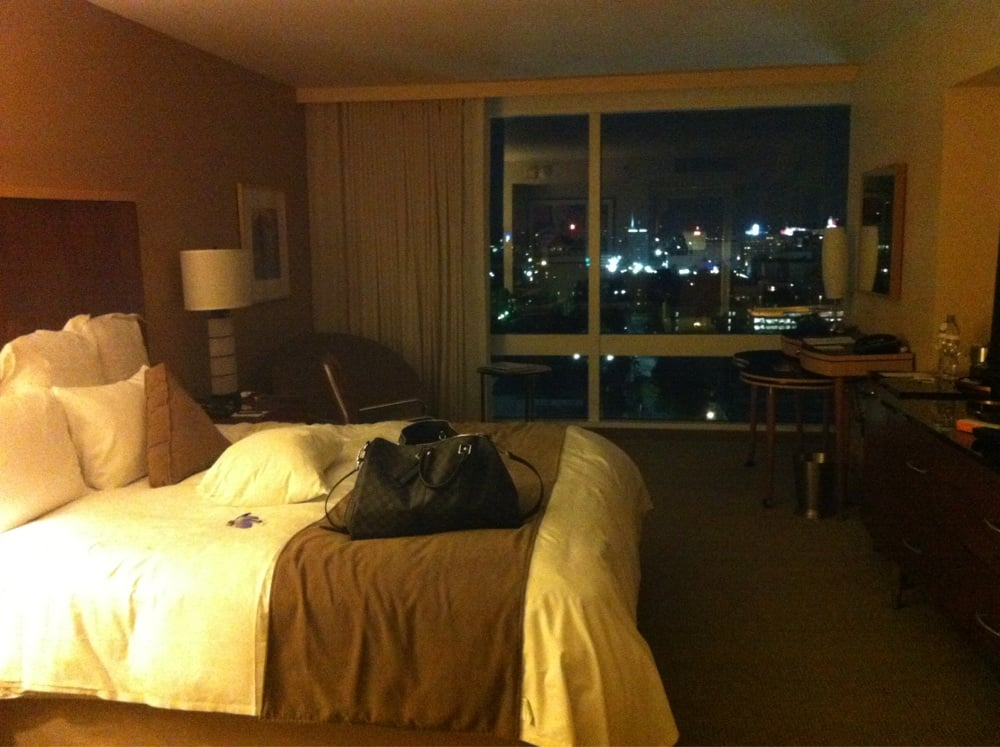 Room at night downtown and hollywood sign view yelp for The family room nightclub los angeles