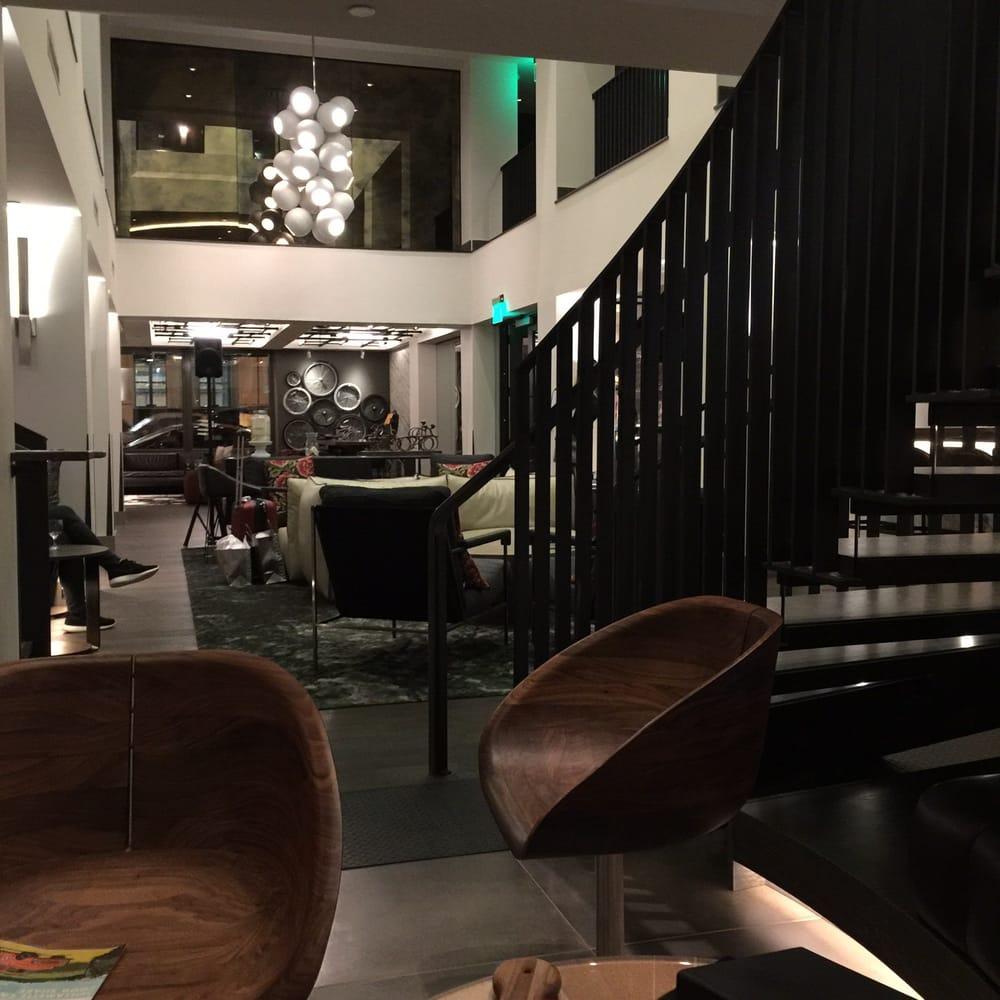Vintage Hotel lobby