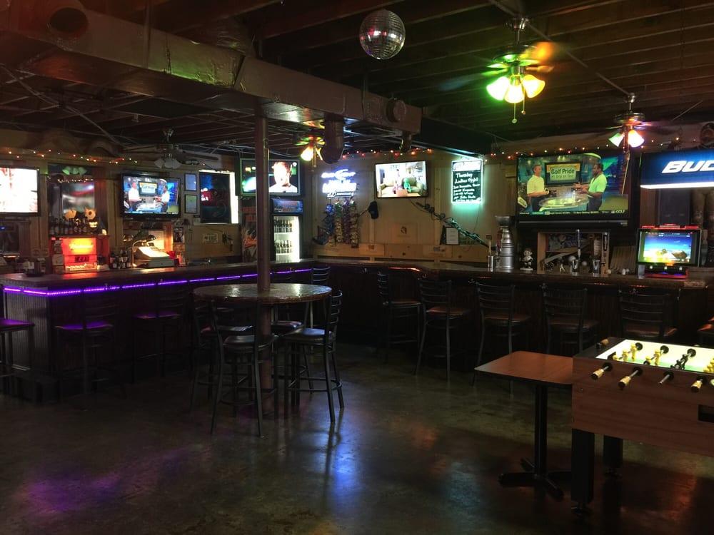 Barefoot Billy's Friendly Tavern: 3120 W Gandy Blvd, Tampa, FL