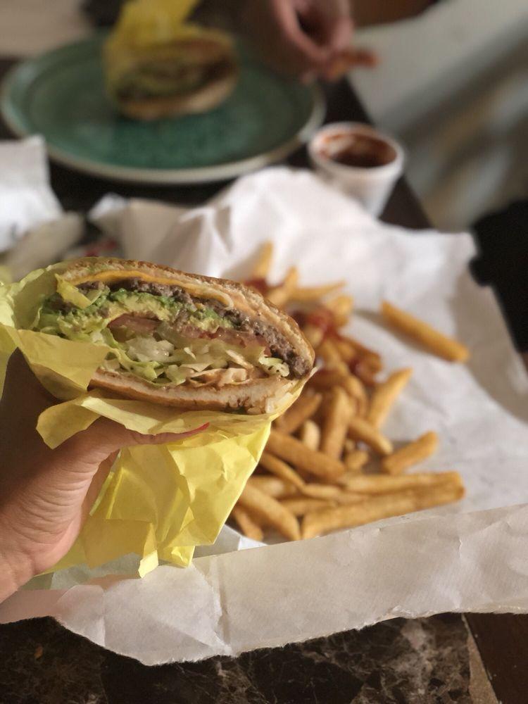 Chris's Hamburgers: 7701 Atlantic Ave, Cudahy, CA