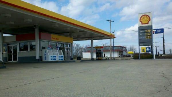 Logan elm shell minimarket 24539 us highway 23 s for Cabine nei pini logan oh