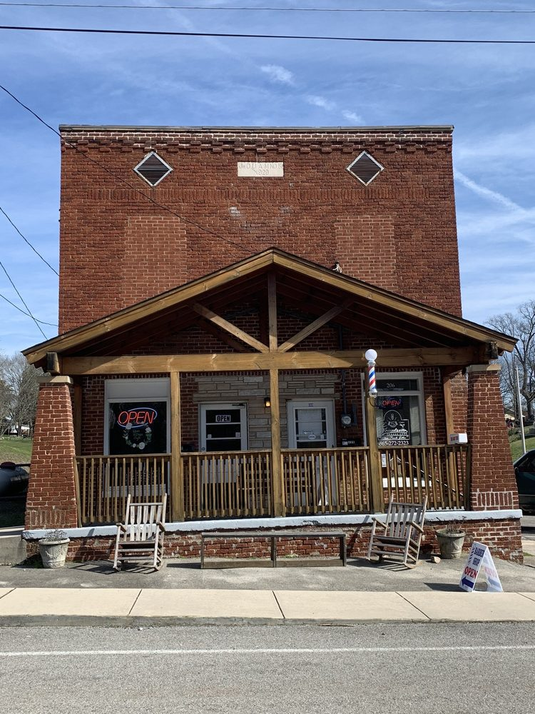 Mom And Pops Cafe: 208 W College Ave, Friendsville, TN