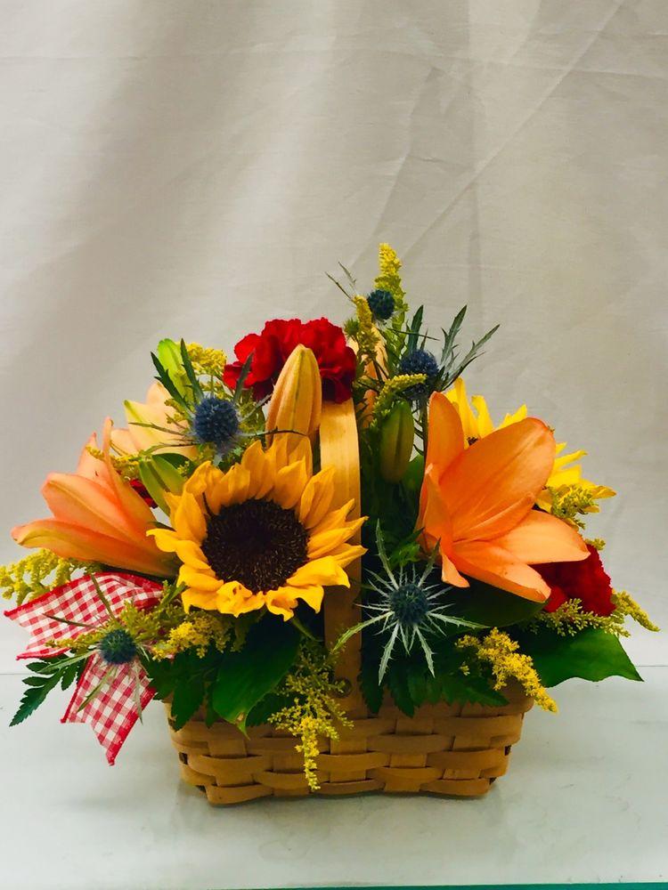 Flowers By Jeanie: 626 S 2nd St, Mankato, MN