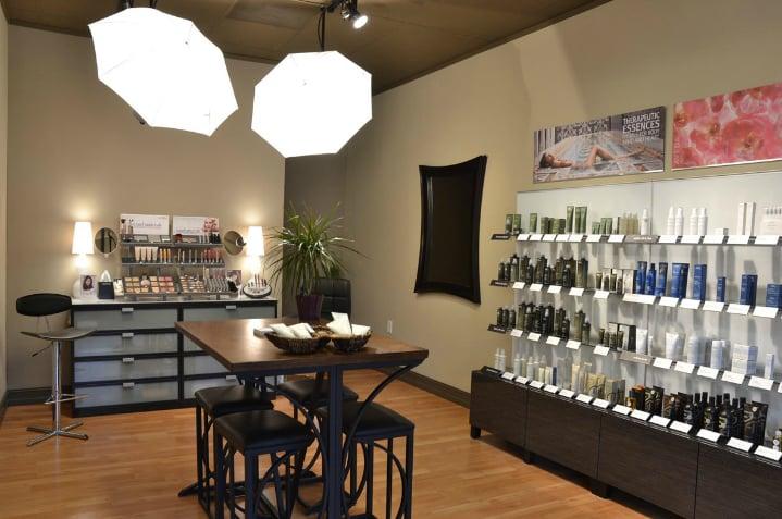 Salon El-Khouri: 1035 Main St, Andrews, NC