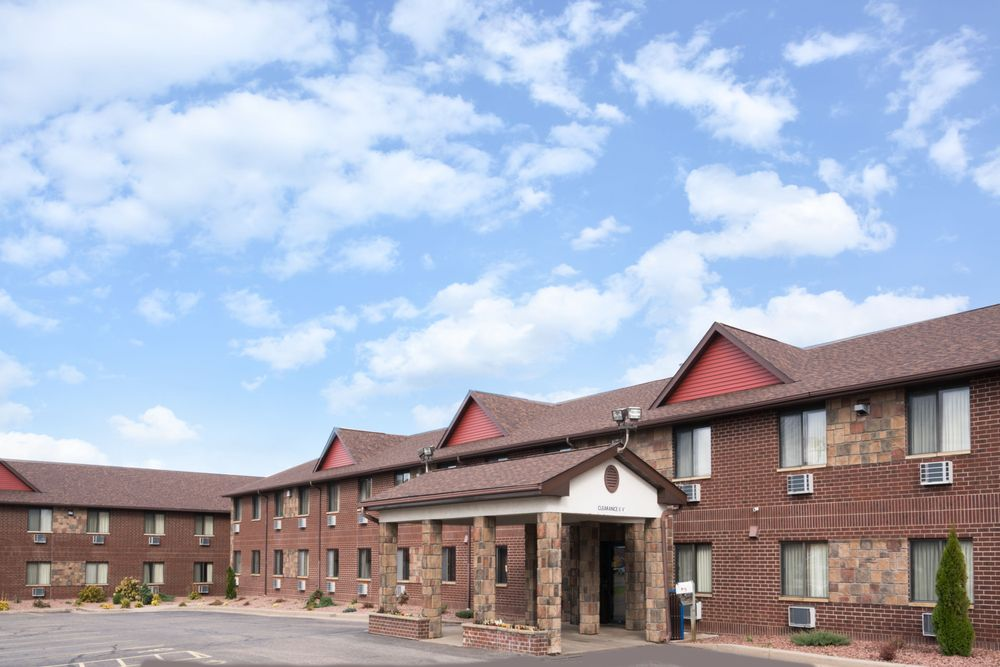 Baymont by Wyndham Eau Claire WI: 4075 Commonwealth Ave, Eau Claire, WI
