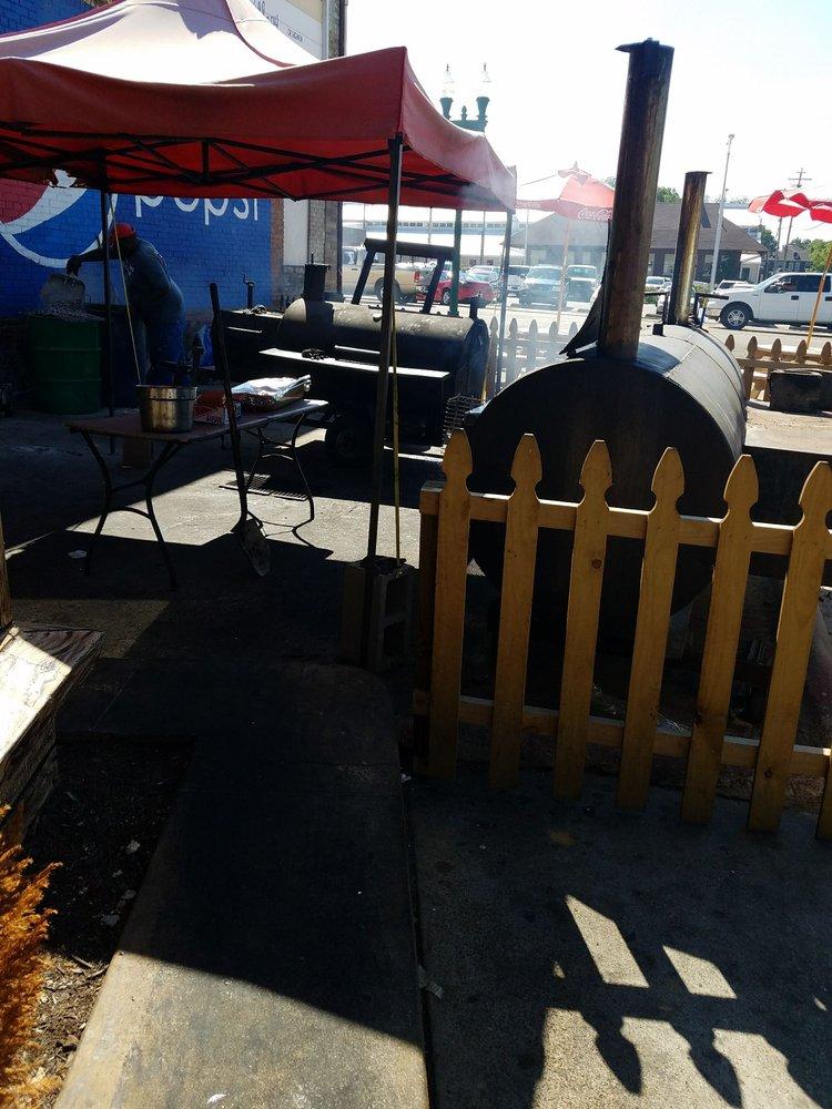 Perrys BBQ & Catering: 215 Ruff St, Paris, TN