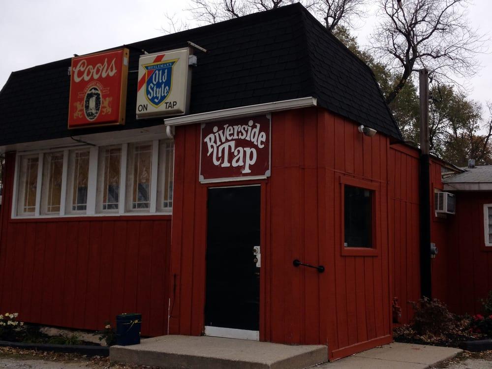 Fannings Riverside Tap Room: 13351 Aulwurm Dr, Blue Island, IL