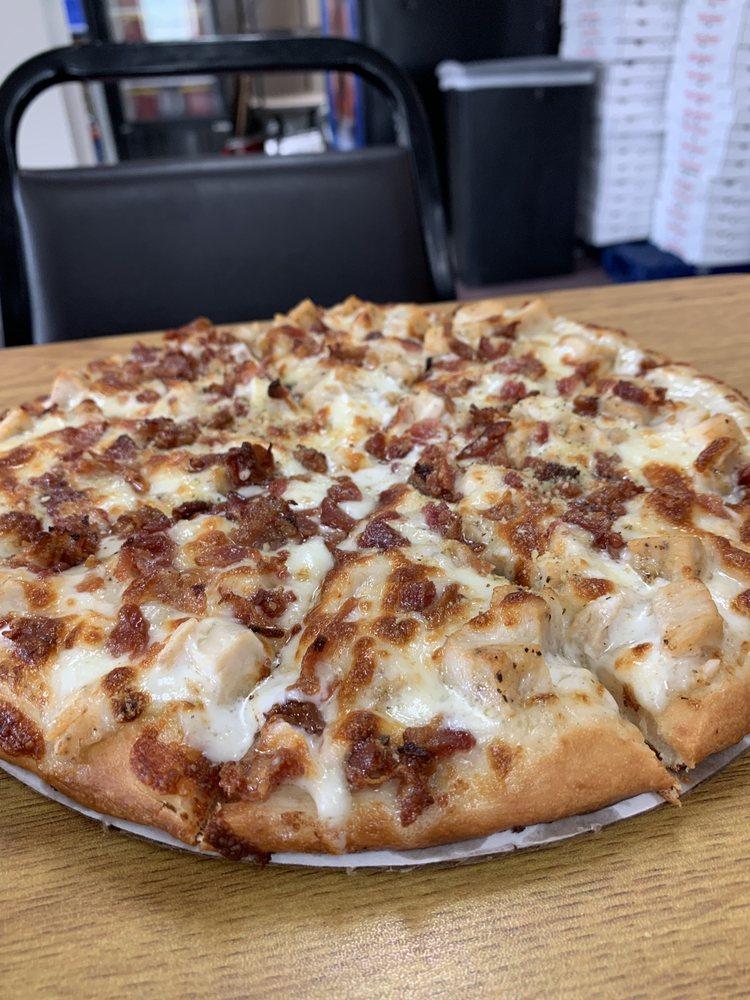 Carson's Corner Pizza & Ice Cream: 116 Forsyth St, Piketon, OH