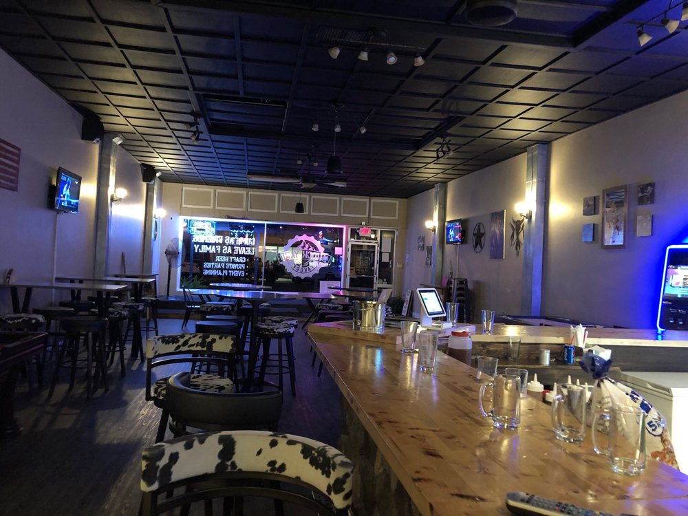 the rock yard tavern: 132 N E St, Exeter, CA