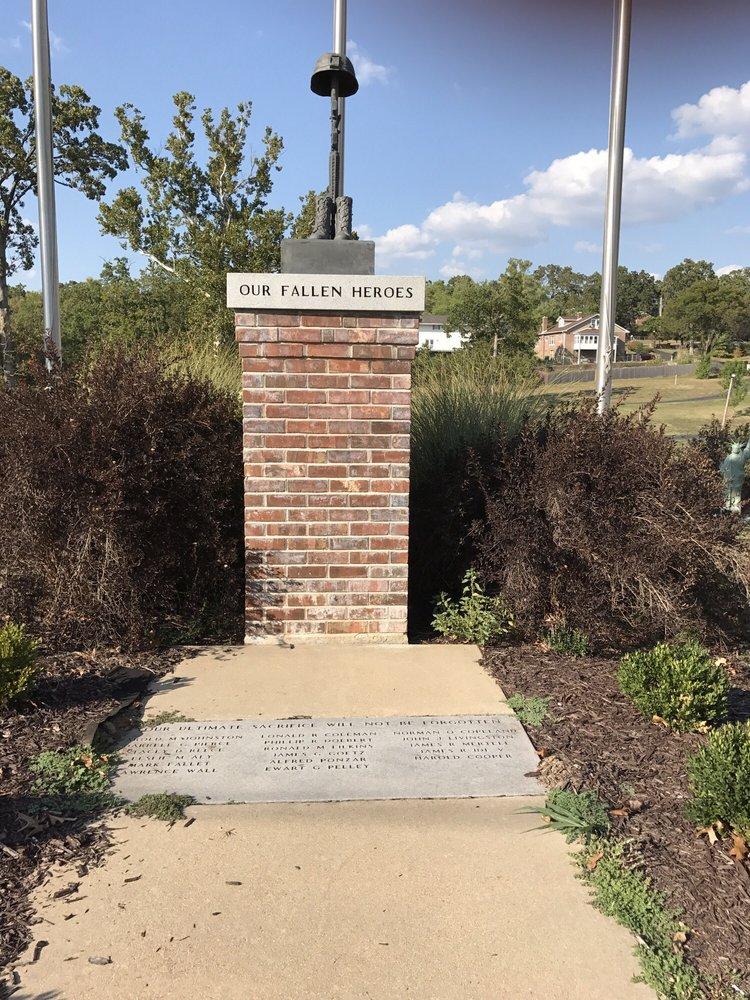 Spross Park: 728 Amvets Dr, De Soto, MO