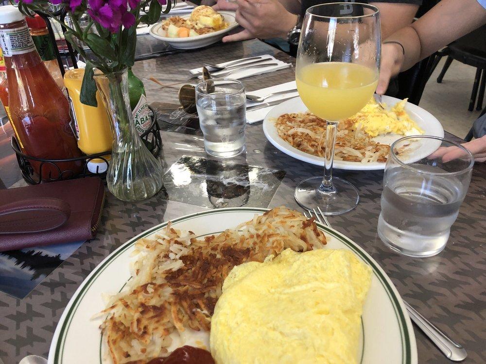 Graeagle Restaurant: 7430 Hwy 89, Blairsden-Graeagle, CA