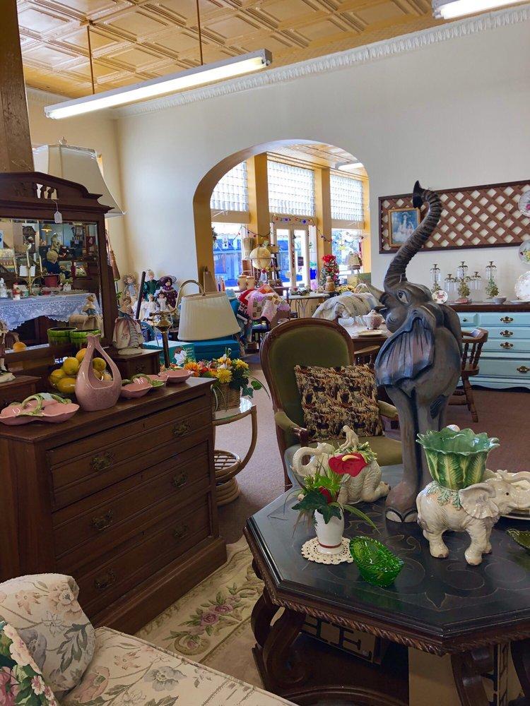 Back Door Antiques: 36 E Noble Ave, Williston, FL