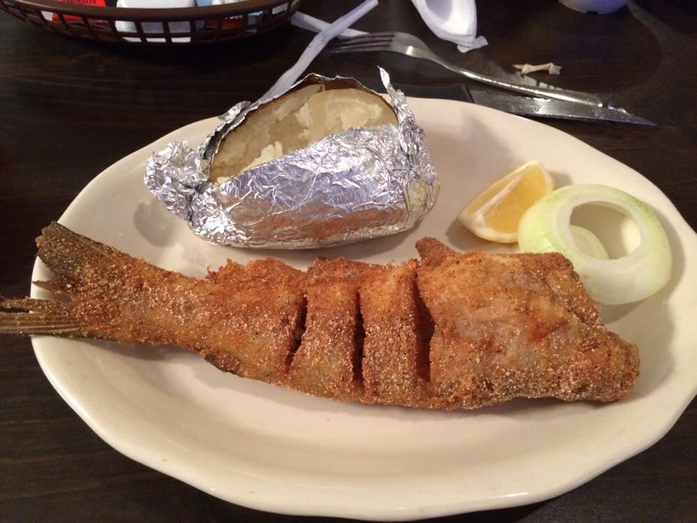 Estes' Fish & Steak: 2450 Hwy 6, Plantersville, MS