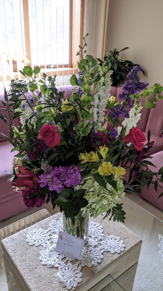 Malverne Floral Design: 347 Hempstead Ave, Malverne, NY