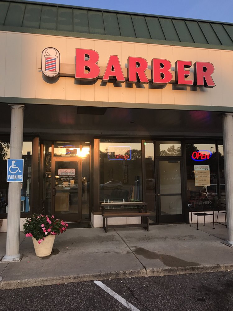 Jesse's Barber Shop: 14 Shady Oak Rd, Hopkins, MN