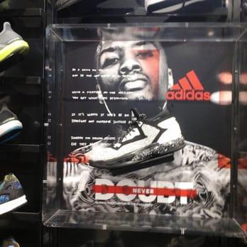 70bebc3ffe913c Foot Locker - 21 Reviews - Shoe Stores - 5004 E Montclair Plaza Ln ...